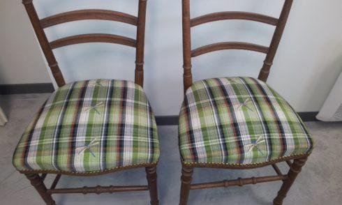 Broderies personnalisées sur des chaises