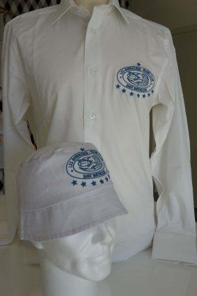 Broderie sur un chapeau et une chemise pour un club de rugby